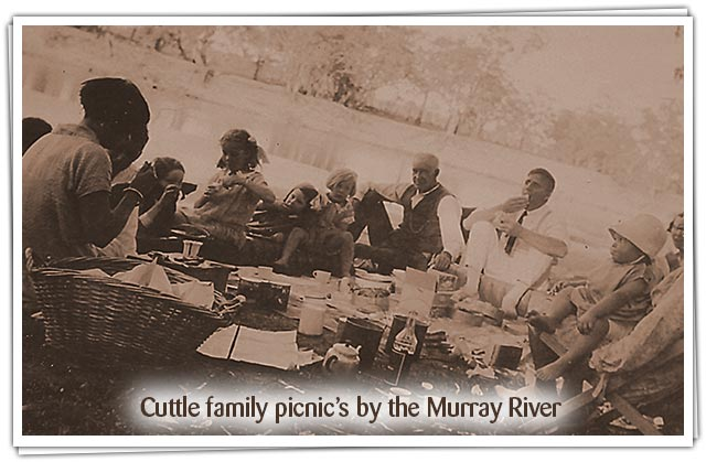 Cuttle family picnic's by the Murray River